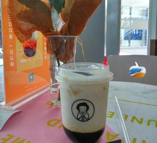 夏天开特色奶茶店收费高吗